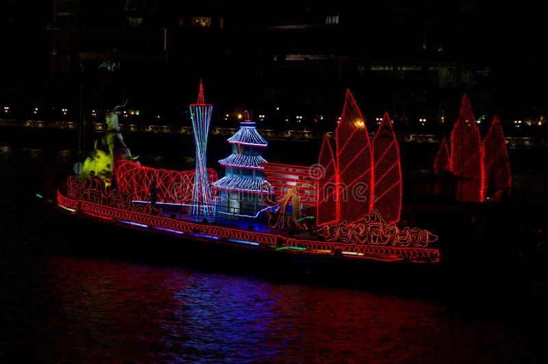 Βάρκα δράκων στον ποταμό Guangzhou Κίνα μαργαριταριών στοκ φωτογραφίες