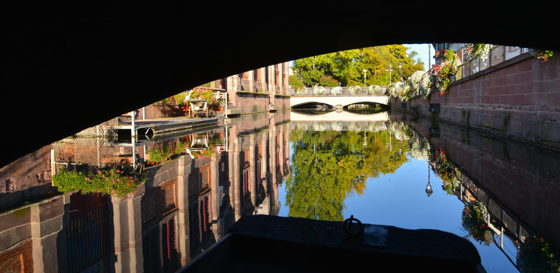 Βάρκα ενώ επίσκεψη Colmar, Γαλλία ή λίγη Βενετία στοκ φωτογραφία με δικαίωμα ελεύθερης χρήσης
