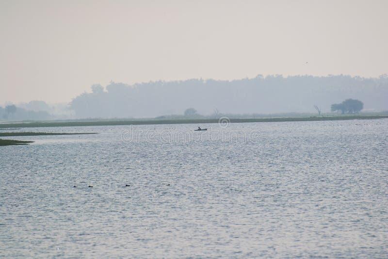 Βάρκα και η λίμνη στοκ φωτογραφίες
