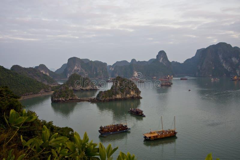 βάρκα κόλπων hallong στοκ εικόνα