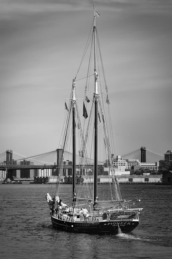 Βάρκα πανιών στη Νέα Υόρκη στοκ εικόνα με δικαίωμα ελεύθερης χρήσης