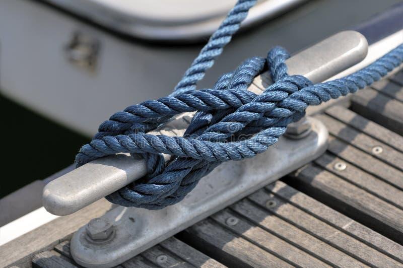 βάρκα που δένεται στοκ εικόνες με δικαίωμα ελεύθερης χρήσης