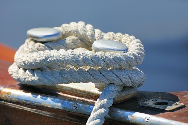 βάρκα που δένεται στοκ φωτογραφίες με δικαίωμα ελεύθερης χρήσης