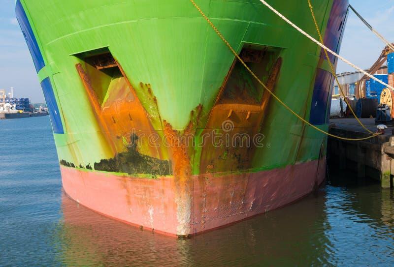 Βάρκα ρυμουλκών στο λιμάνι του Ρότερνταμ στοκ φωτογραφία
