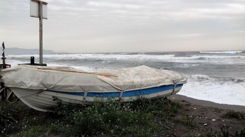 Βάρκα στην παραλία στοκ φωτογραφίες