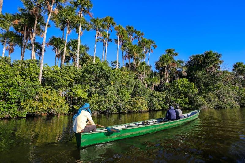 Βάρκα στη λίμνη Σάντοβαλ Puerto Maldonado, Περού στοκ φωτογραφία με δικαίωμα ελεύθερης χρήσης