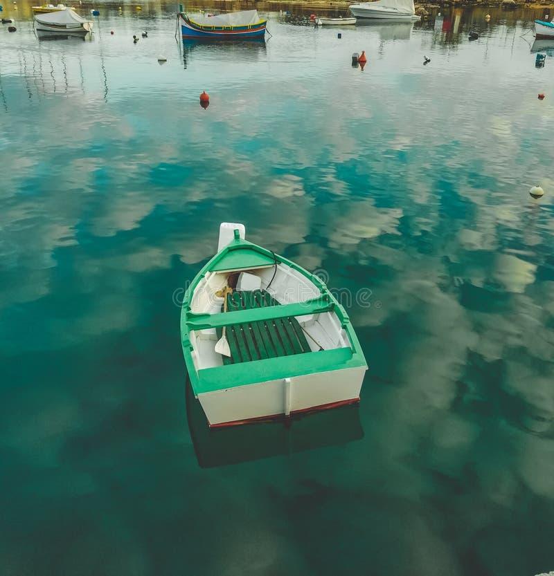 Βάρκα στο ύδωρ στοκ εικόνες