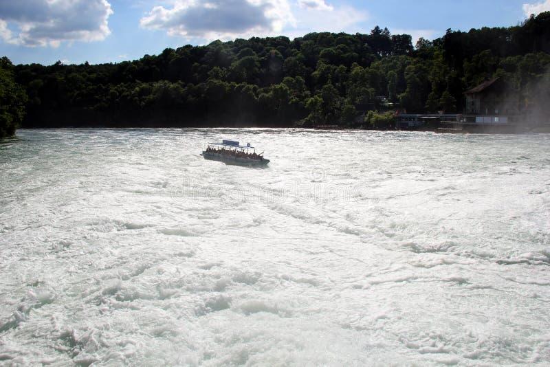Βάρκα τα φθινόπωρα του Ρήνου, Schaffhausen στοκ φωτογραφία με δικαίωμα ελεύθερης χρήσης
