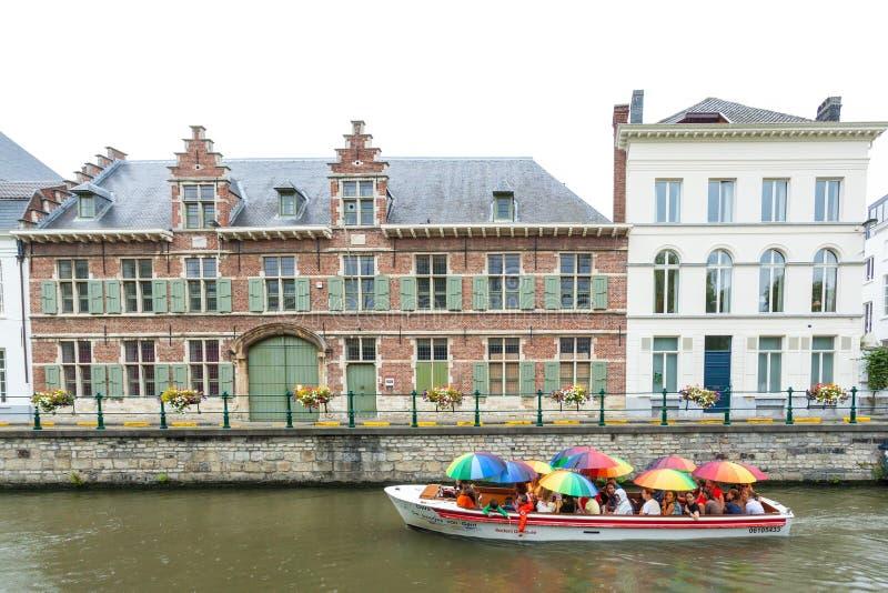 Βάρκα τουριστών στη Γάνδη, Βέλγιο στοκ φωτογραφίες με δικαίωμα ελεύθερης χρήσης