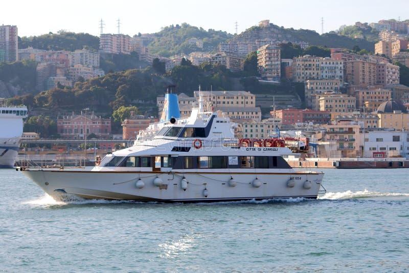 Βάρκα τουριστών στοκ εικόνα με δικαίωμα ελεύθερης χρήσης