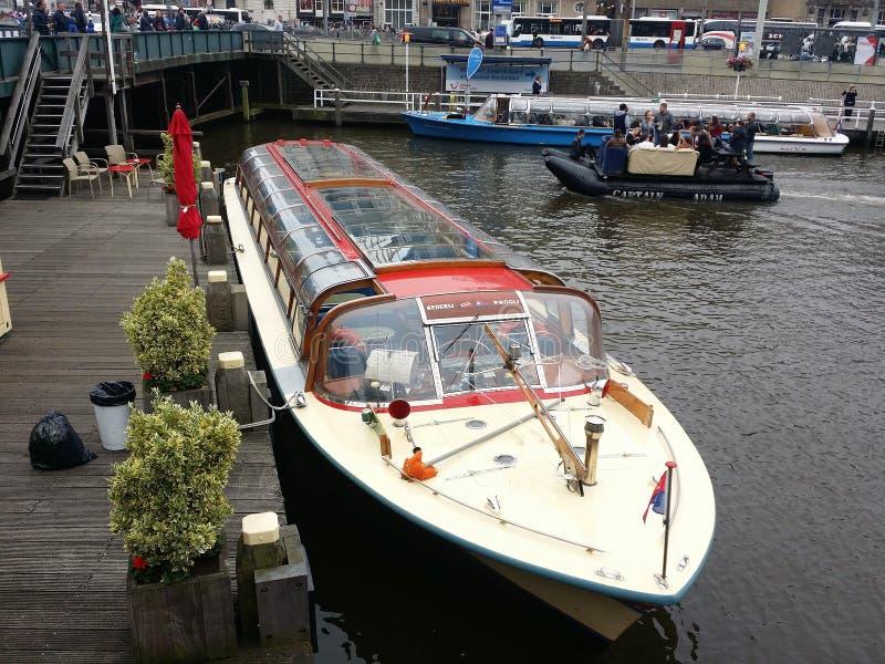 Βάρκα τουριστών στοκ εικόνες με δικαίωμα ελεύθερης χρήσης