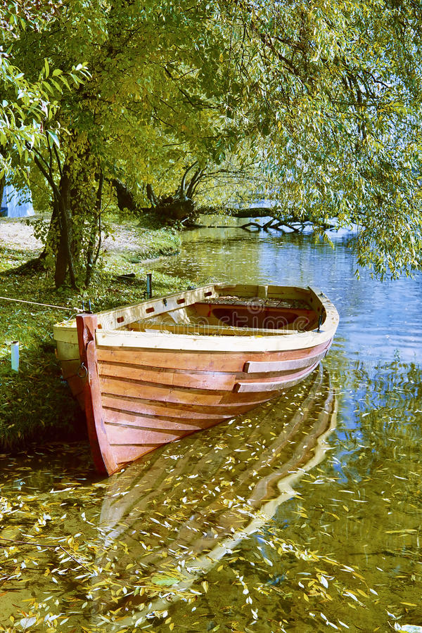βάρκα φθινοπώρου στοκ εικόνες