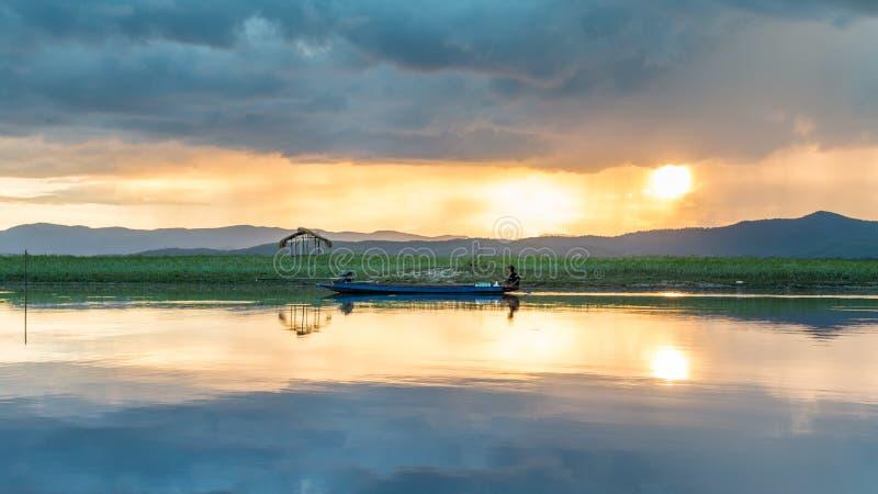 Βάρκα ψαράδων, Ταϊλάνδη στοκ φωτογραφία