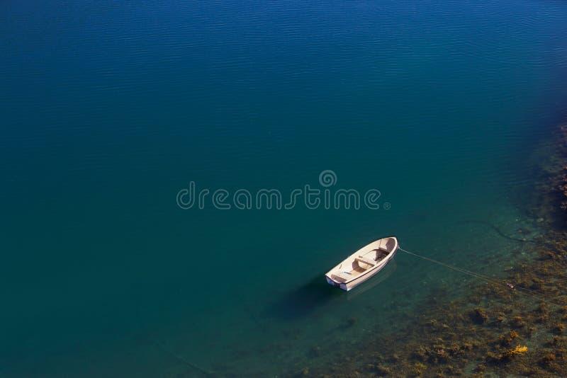 Download βάρκα στοκ εικόνα. εικόνα από bazaars, υπαίθριος, άσπρος - 17054943