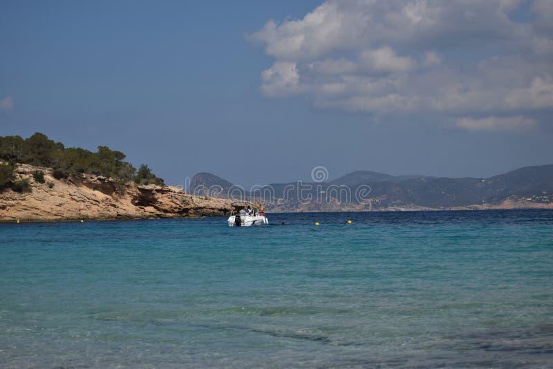 Βάρκα Cala Bassa στοκ εικόνες