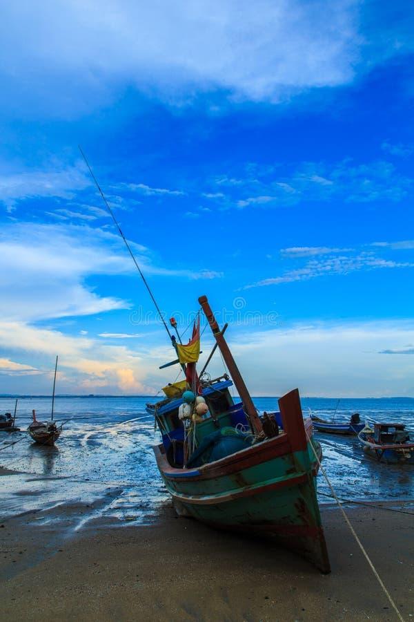 Βάρκα Fishingl που σταθμεύουν στοκ εικόνες