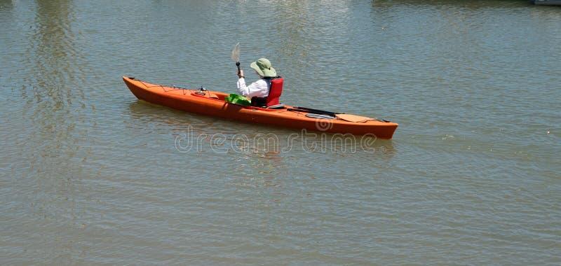 βάρκα kayaker στοκ εικόνα με δικαίωμα ελεύθερης χρήσης