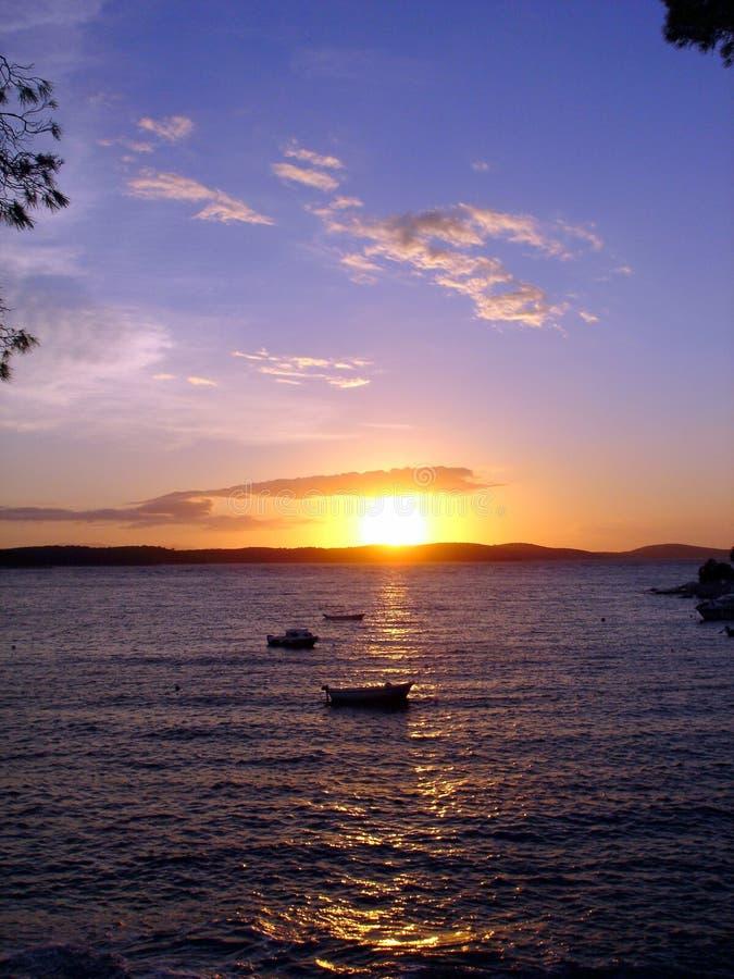 βάρκα sunsets στοκ εικόνες