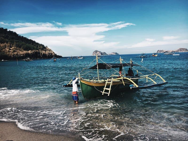 Βάρκες και κύματα στοκ εικόνα