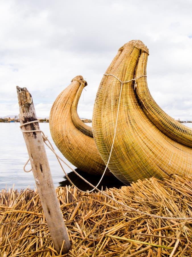 Βάρκες καλάμων στα νησιά καλάμων του Περού στοκ φωτογραφίες με δικαίωμα ελεύθερης χρήσης
