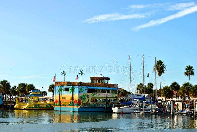 Βάρκες κρουαζιέρας τουριστών στο λιμάνι Φλώριδα παραλιών Clearwater στοκ φωτογραφία