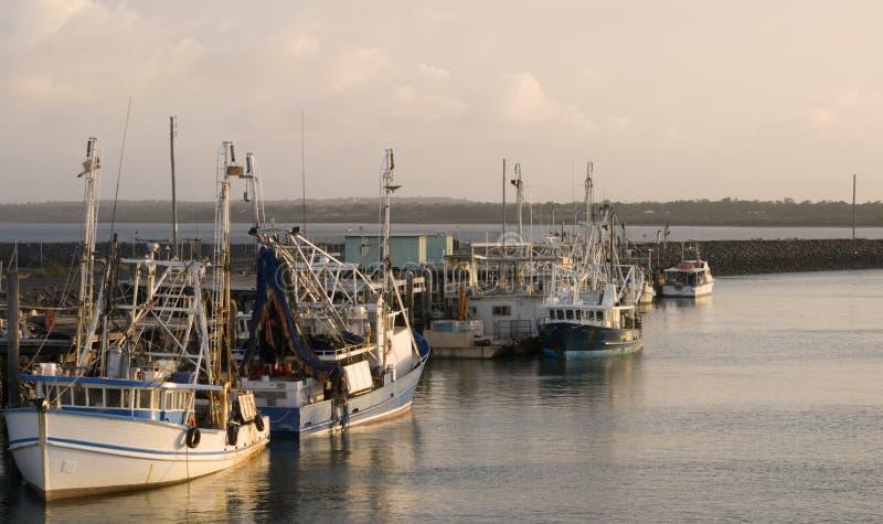 βάρκες κόλπων Au που αλιεύ&omi στοκ εικόνα