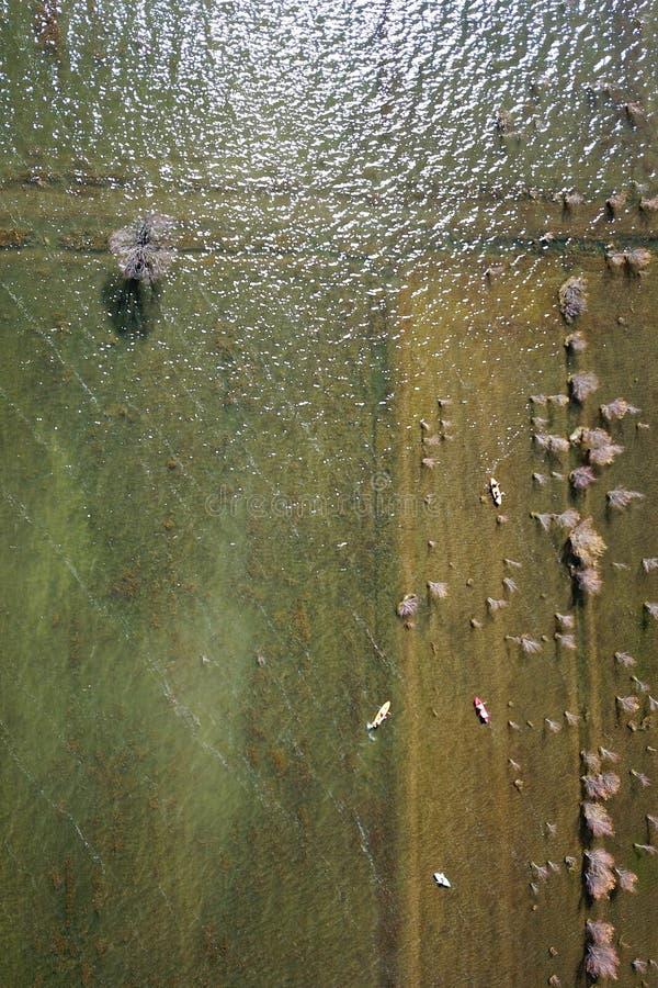 Βάρκες λιμνών άποψης πουλιών το φθινόπωρο στοκ φωτογραφίες με δικαίωμα ελεύθερης χρήσης