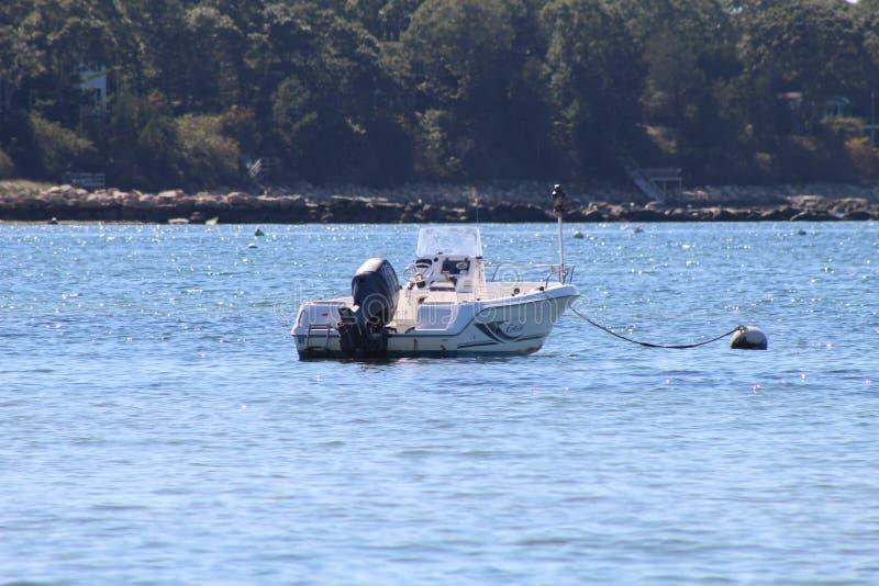 Βάρκες μηχανών στην παραλία βακαλάων ακρωτηρίων στοκ εικόνα με δικαίωμα ελεύθερης χρήσης