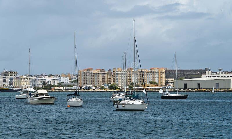 Βάρκες πανιών που δένονται στον κόλπο του San Juan, Πουέρτο Ρίκο στοκ φωτογραφία με δικαίωμα ελεύθερης χρήσης