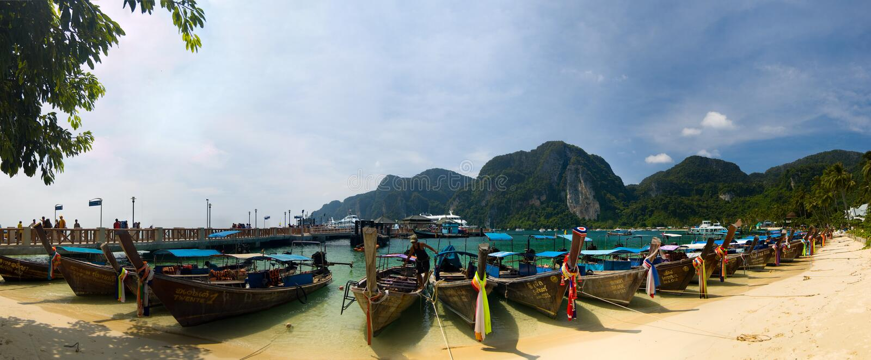 βάρκες παραλιών longtail στοκ εικόνα