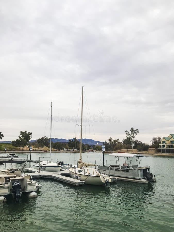 Βάρκες που ελλιμενίζονται στην πόλη Havasu λιμνών στοκ εικόνες