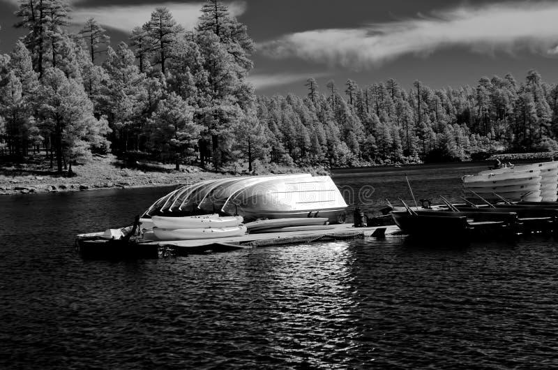 Βάρκες στην αποθήκευση για το χειμώνα στοκ φωτογραφία με δικαίωμα ελεύθερης χρήσης