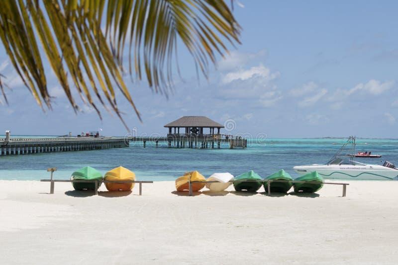 Βάρκες στην παραλία στοκ εικόνα με δικαίωμα ελεύθερης χρήσης