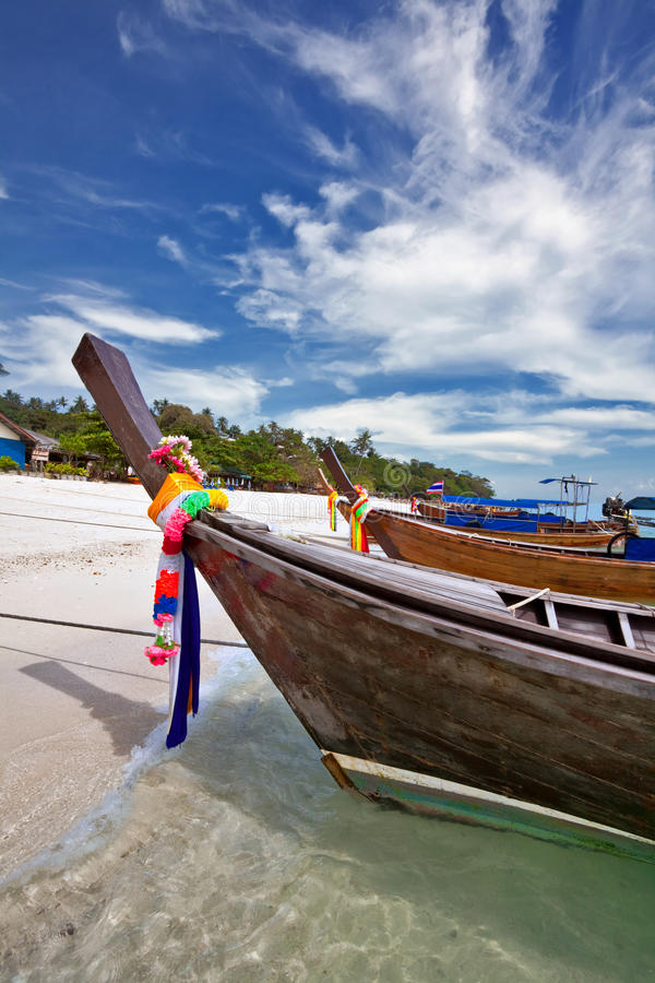 Βάρκες στην τροπική θάλασσα. Ταϊλάνδη στοκ φωτογραφία