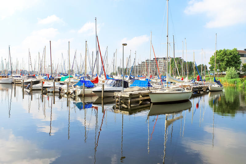 Βάρκες στη μαρίνα Huizen. στοκ φωτογραφίες
