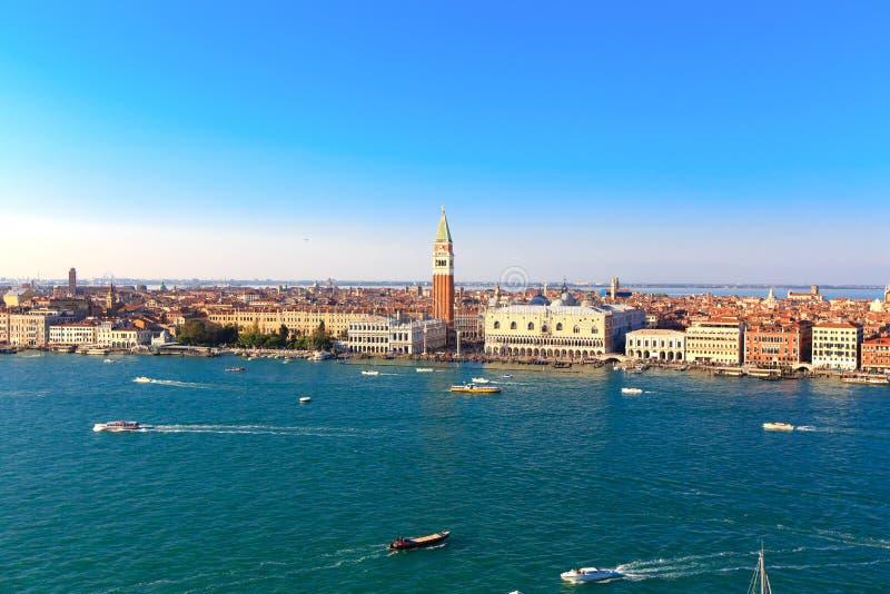Βάρκες στον κόλπο του SAN Marco στη Βενετία στοκ φωτογραφία με δικαίωμα ελεύθερης χρήσης