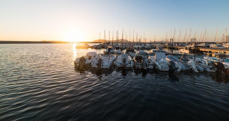 Βάρκες στο λιμάνι Alghero στοκ εικόνες