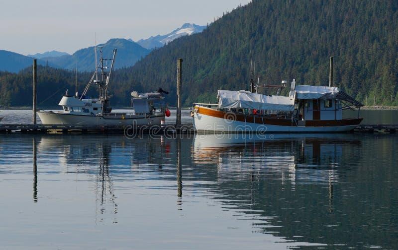 Βάρκες στο λιμάνι Tee της Αλάσκας στοκ φωτογραφίες με δικαίωμα ελεύθερης χρήσης