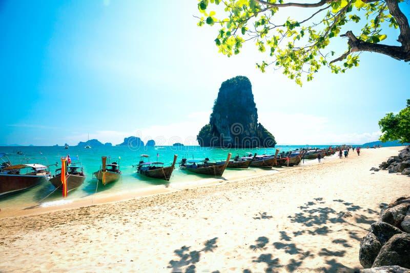 Βάρκες Longtale στην παραλία Railay σε Krabi Ταϊλάνδη στοκ εικόνα με δικαίωμα ελεύθερης χρήσης