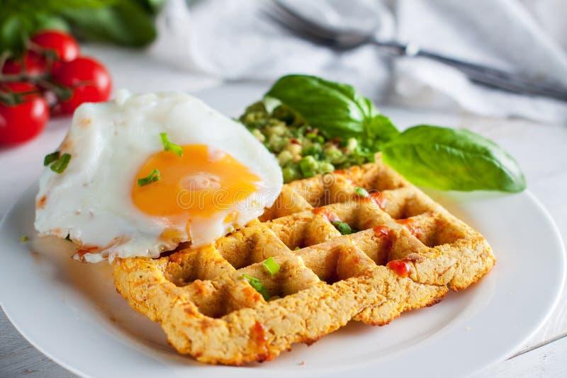Βάφλες γλυκών πατατών με τα αυγά στοκ εικόνες με δικαίωμα ελεύθερης χρήσης