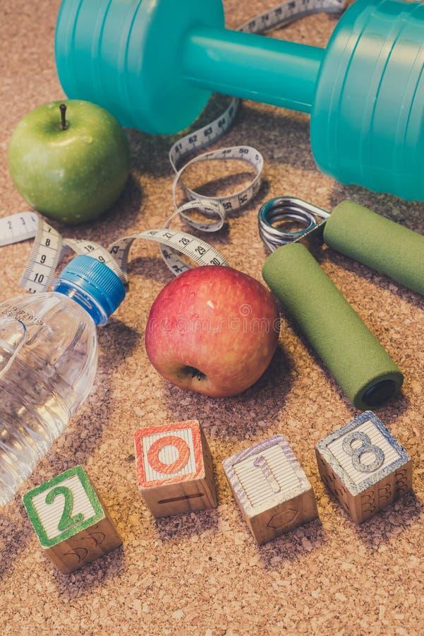 Βάλτε το επίπεδο - καλή χρονιά το 2018 Ικανότητα & υγιής έννοια κατανάλωσης στοκ φωτογραφία με δικαίωμα ελεύθερης χρήσης