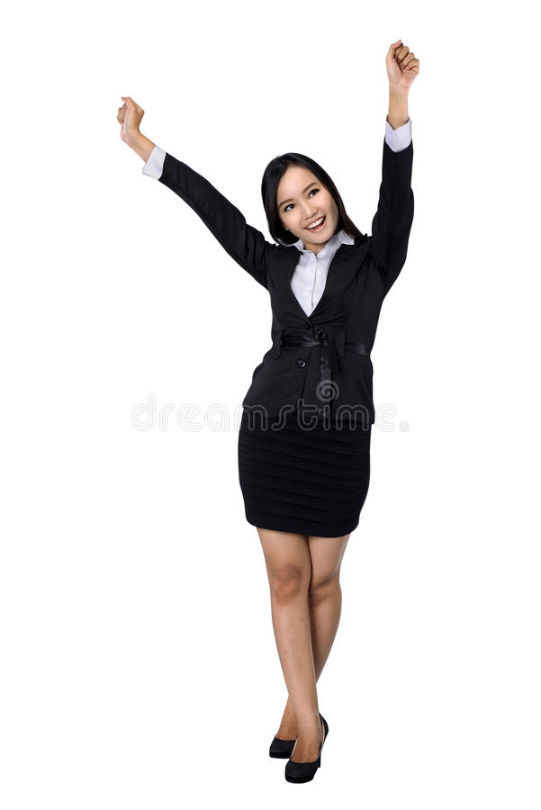 Βέβαια επιχειρησιακή γυναίκα που στέκεται το πλήρες μήκος στο μαύρο κοστούμι. στοκ εικόνες