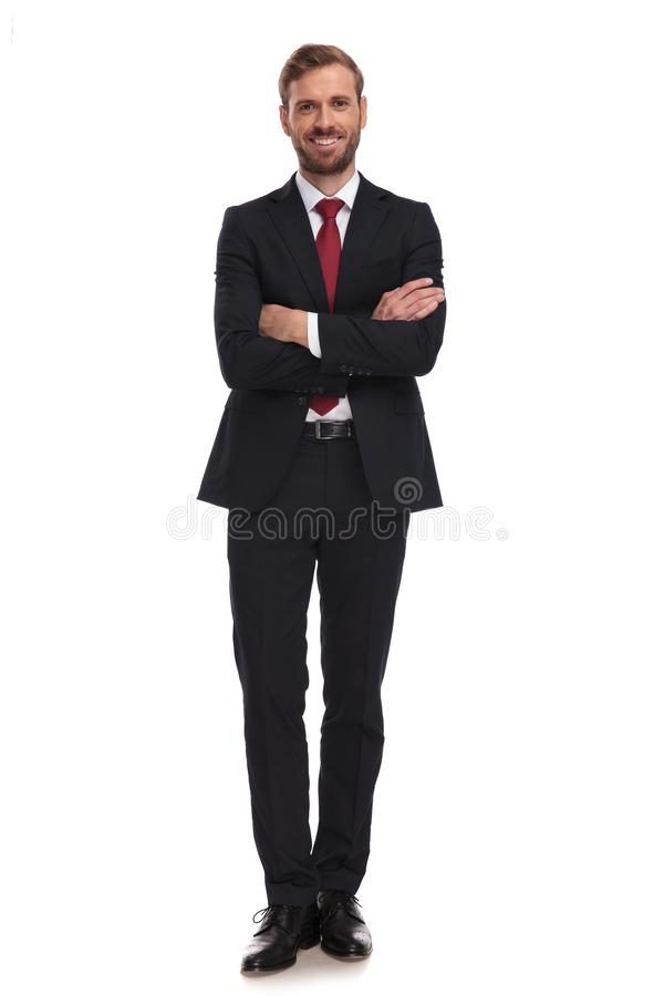 Βέβαιος επιχειρηματίας που στέκεται στο άσπρο υπόβαθρο με τα όπλα fol στοκ εικόνες