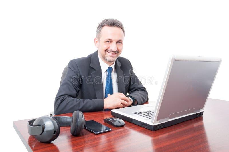 Βέβαιος και φιλικός διευθυντής στην αρχή στοκ εικόνες