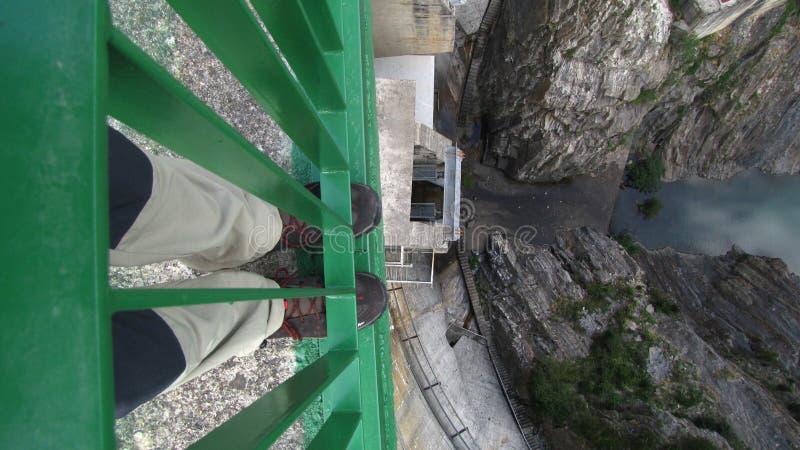 Βέρτιγκο που κοιτάζει κάτω στοκ φωτογραφίες με δικαίωμα ελεύθερης χρήσης