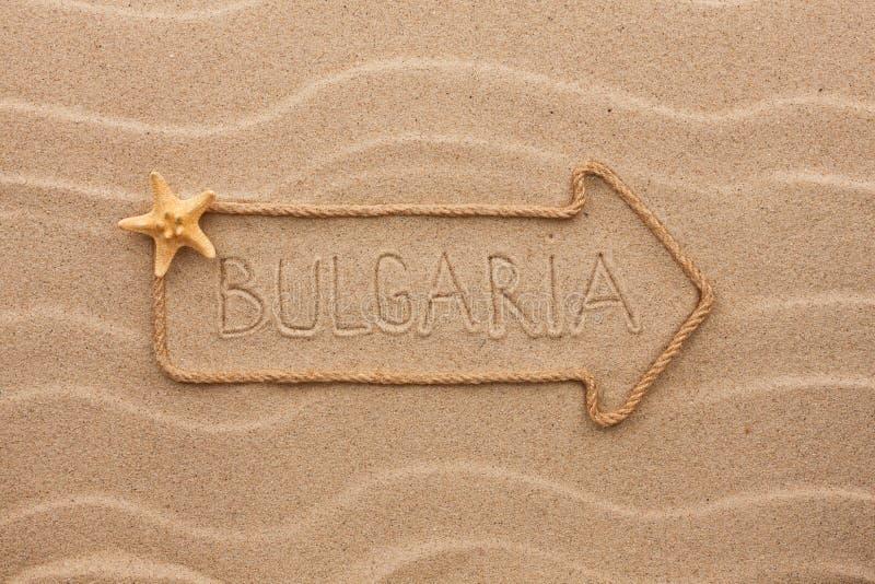 Βέλος φιαγμένο από κοχύλια σχοινιών και θάλασσας με τη λέξη Βουλγαρία στοκ εικόνα με δικαίωμα ελεύθερης χρήσης