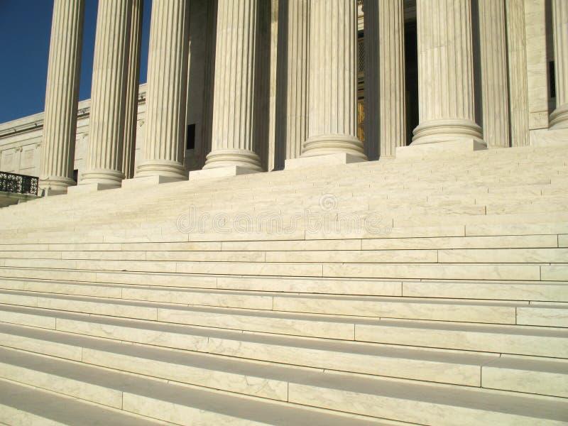 βήματα δικαστηρίων ανώτατα στοκ εικόνα με δικαίωμα ελεύθερης χρήσης