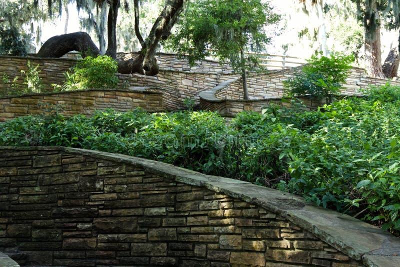 Βήματα που καταλήγουν στο ινδικό ανάχωμα στοκ φωτογραφίες