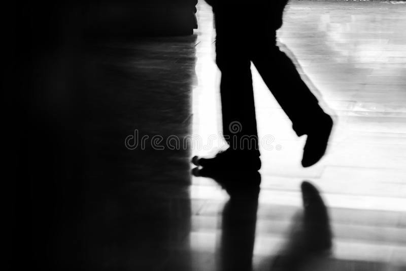 Βήματα στο σκοτάδι στοκ φωτογραφία με δικαίωμα ελεύθερης χρήσης