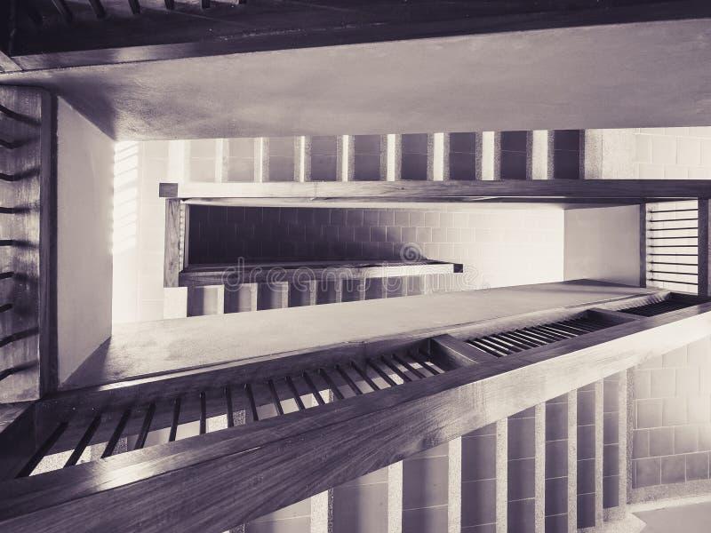 Βήμα σκαλοπατιών λεπτομέρειας αρχιτεκτονικής που χτίζει το διαστημικό αφηρημένο υπόβαθρο στοκ φωτογραφία